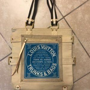 Louis Vuitton Traveler canvas Bag